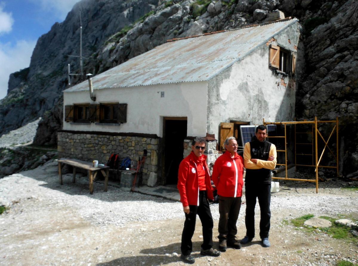 Refugios de monta a de la fcdme fcdme for Caseton puerta corredera precios